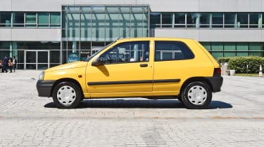 Renault Clio Mk1 - side static