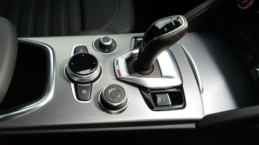 Alfa Romeo Stelvio - gear lever