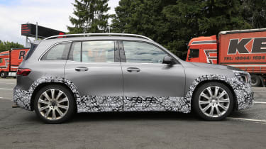 Mercedes-AMG GLB 45 - spied side tracking