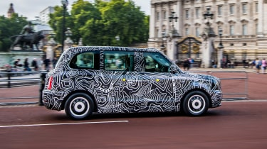 TX London Taxi - side action