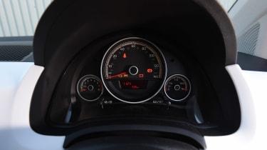 Volkswagen up! 1.0 TSI petrol - dials