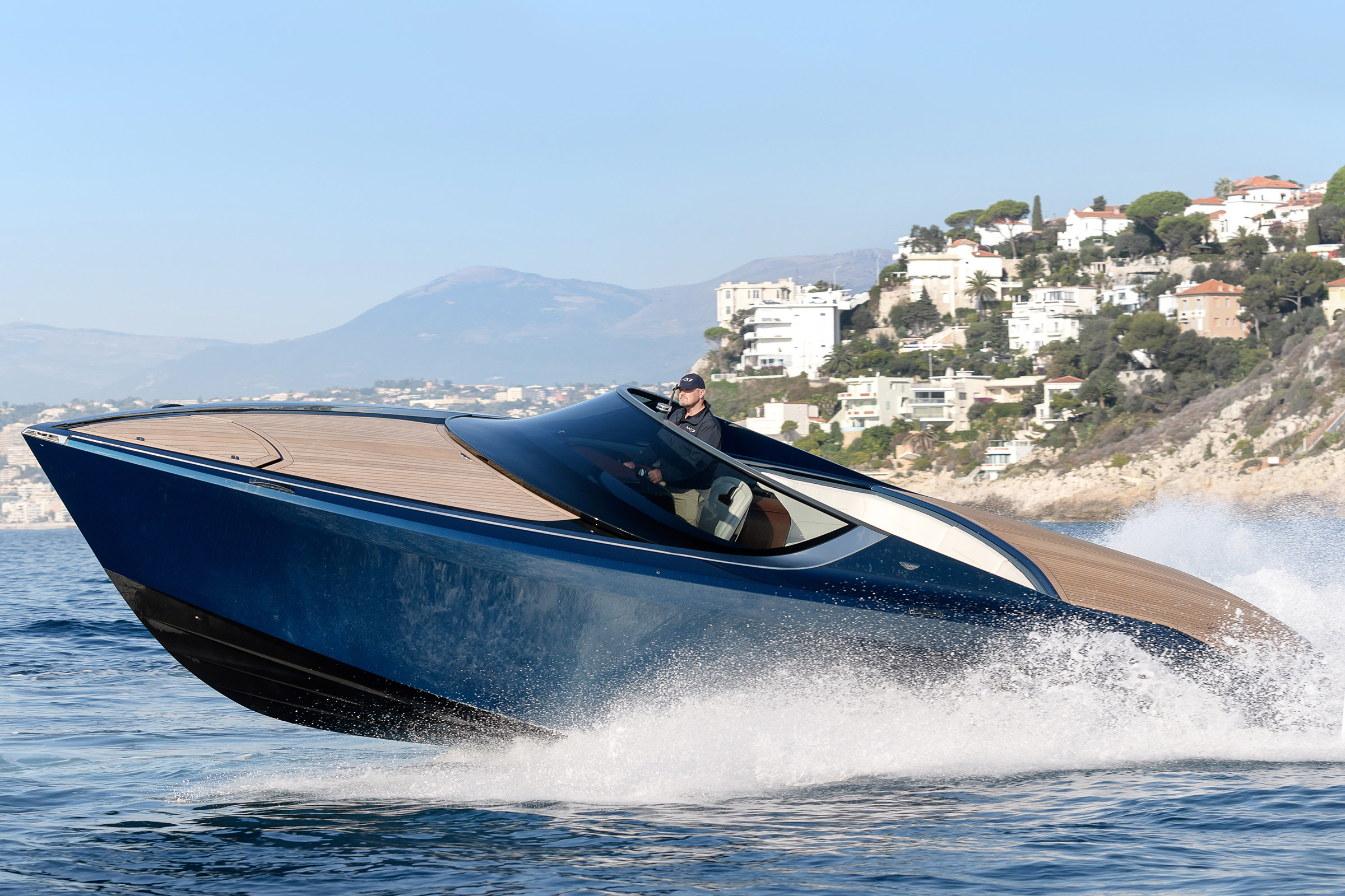 Aston Martin Am37 Riding The Waves In Aston S 1m Powerboat Auto Express