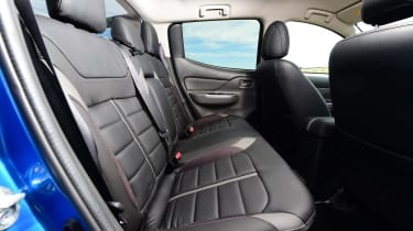 Mitsubishi L200 Barbarian SVP - rear seats