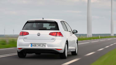 VW Golf BlueMotion 1.0 TSI rear tracking