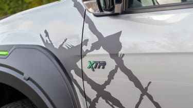 Isuzu D-Max XTR - badge