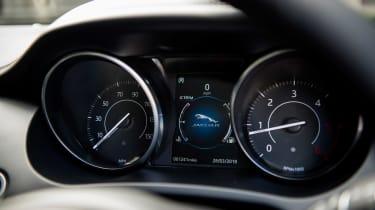 Jaguar E-Pace - dials