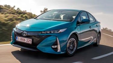 Toyota Prius Plug-In 2017 - front cornering