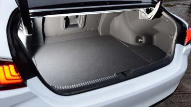 Lexus ES - boot