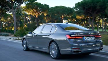 BMW 750i - rear action