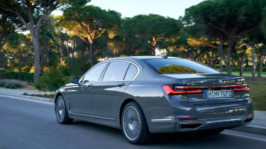 BMW 750i - rear action