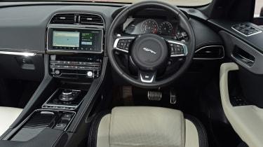 Jaguar F-Pace - dash