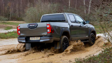 Toyota Hilux - rear off road