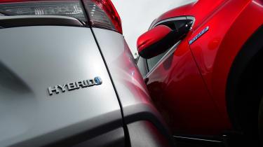 Toyota RAV4 vs Honda CR-V - detail