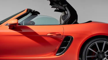 Porsche 718 Boxster - roof opening 1