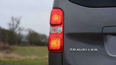 Peugeot Traveller 2017 - rear light