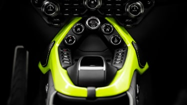 Aston Martin Vantage - buttons