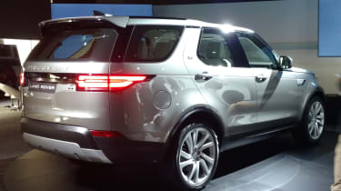 Land Rover Discovery 2017 - reveal rear quarter