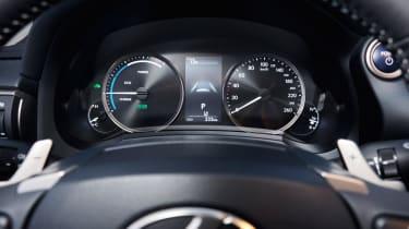 Lexus IS 2017 - instruments