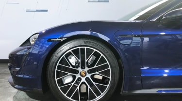 Porsche Taycan - reveal side profile