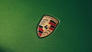 Porsche Macan - Porsche badge