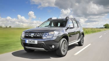 Dacia Duster - front tracking