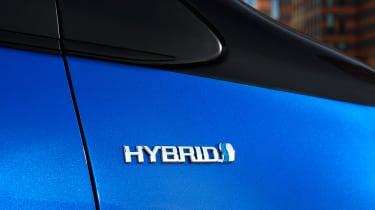 Toyota Yaris Hybrid Bi-Tone - Hybrid badge