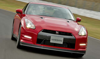 Nissan GT-R front tracking