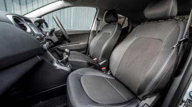 Hyundai i10 Play - front seats
