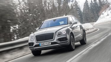 Bentley Bentayga V8 - front action