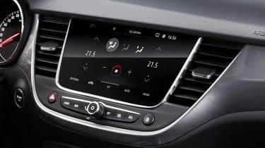 Vauxhall Crossland X - infotainment screen