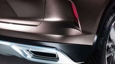 Infiniti QX50 Concept - exhaust
