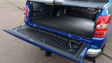 Mitsubishi L200 - load bed cover