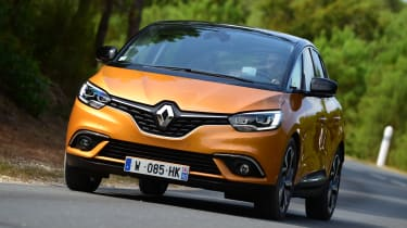 Renault Scenic 2016 - front cornering