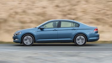 Volkswagen Passat BlueMotion 2016 - side tracking