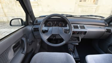 Renault Clio old vs new - Mk1 interior