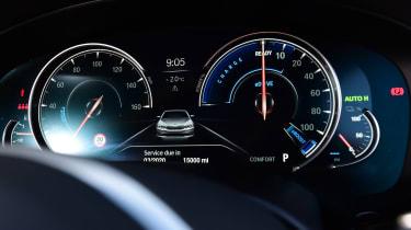 BMW 530e - dials