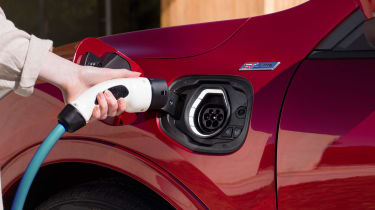Ford Kuga - plugging in