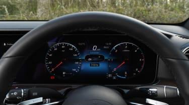 Mercedes E 220d Sport - dials