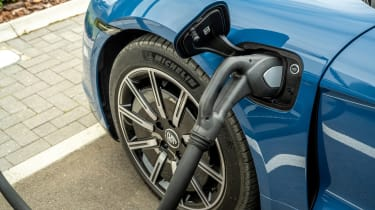 Porsche Taycan RWD - charging