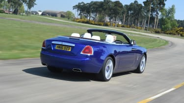 Convertible megatest - Rolls-Royce Dawn - rear tracking