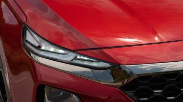 Hyundai Santa Fe - front light