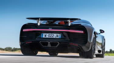 Bugatti Chiron - rear speed