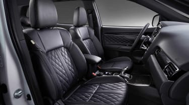 Mitsubishi Outlander PHEV - front seats