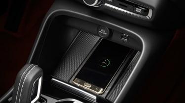 Volvo XC40 - phone charging