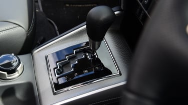 Mitsubishi L200 - gear shifter