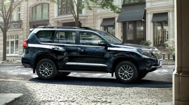 2018 Toyota Land Cruiser - side