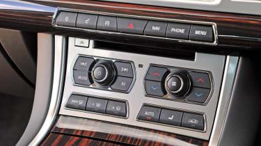 Jaguar XF 2.2D switchgear
