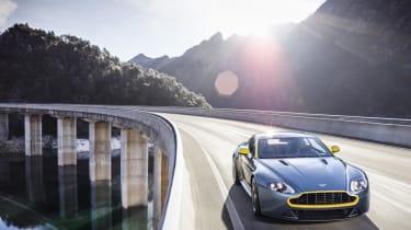 Aston Martin V8 Vantage N430 - cornering