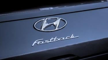 Hyundai i30 Fastback - logo