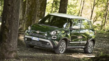Fiat 500L - side action